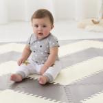بساط الألعاب الإسفنجي جيو من سكيب هوب على شكل البلاط باللون الأبيض ورمادي ، بتصميم متعرج
